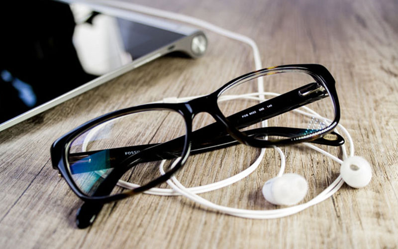 How to buy prescription glasses online? - A perfect guide book for your perfect pair of glasses.